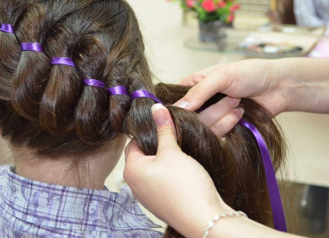 Плетение кос с лентами