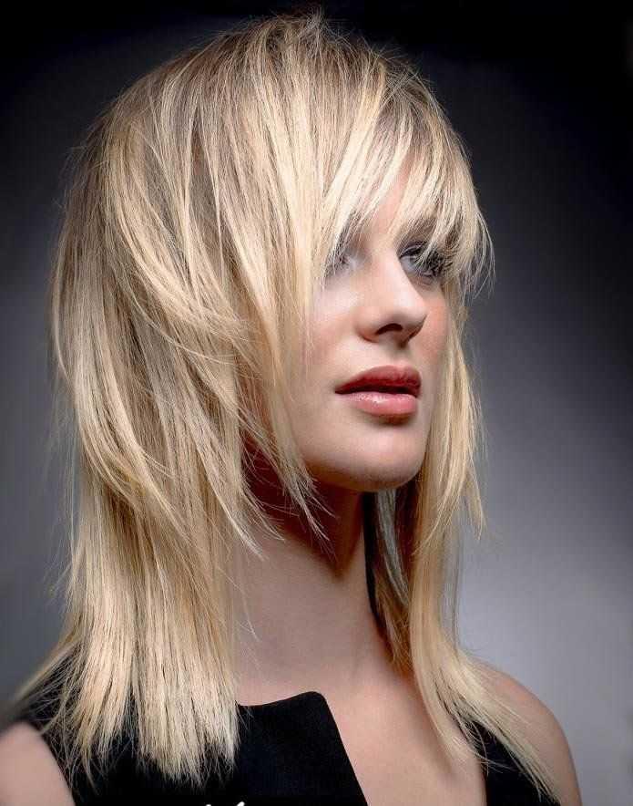 Градуированные стрижки на средние волосы: виды и правила подбора
