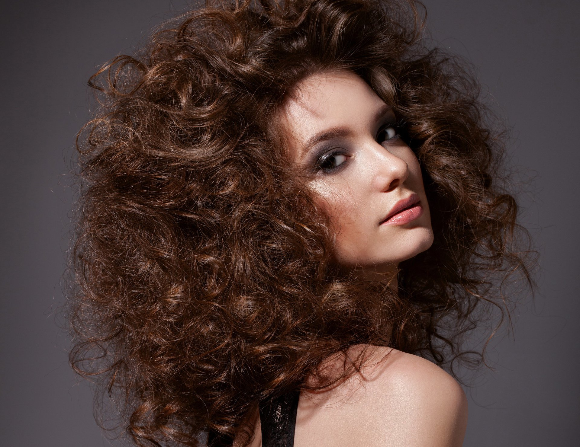 Карвинг на волосы: легкий для укладки крупных локонов