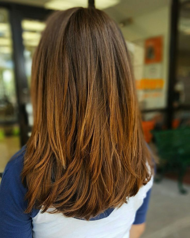 Модные градуированные стрижки на средние волосы